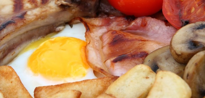 sausage-bacon-tomato-and-egg-breakfast-1632137-1599x1066